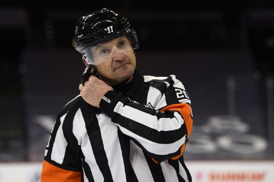 NHL ref's career over after hot-mic call on Preds penalty