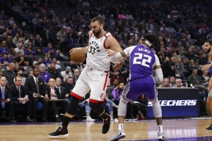 Siakam, Lowry come up big to lead Raptors past Kings