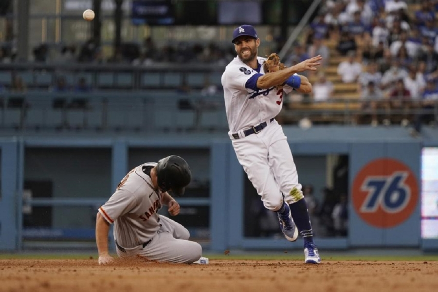 San Francisco Giants v Los Angeles Dodgers: Giants rally in 9th for 2nd straight night to beat Dodgers