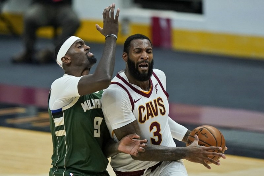 Cavs buy out Drummond, center eyes signing with contender
