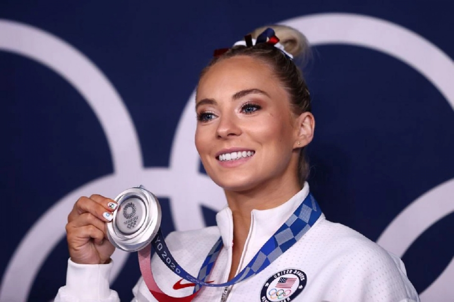 Skinner delays departure from Tokyo to win silver