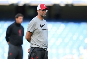 Premier League - Chelsea v Liverpool - Stamford Bridge, London, Britain - September 20, 2020 Liverpool manager Juergen Klopp during the warm up before the match