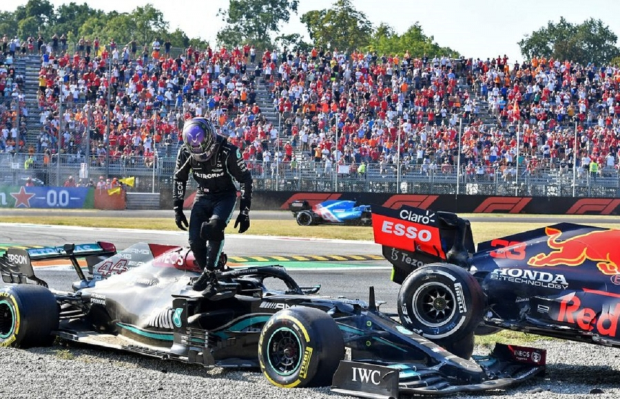 Hamilton and Verstappen collide and crash at Monza