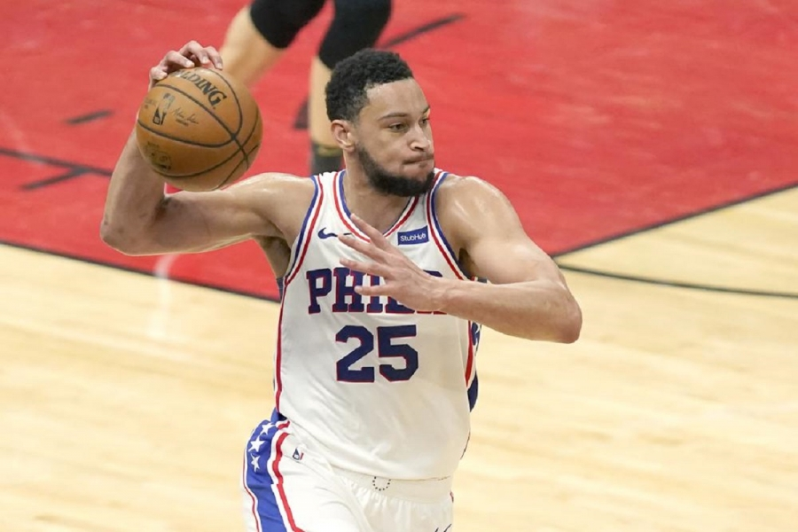 Simmons won't report to 76ers' training camp