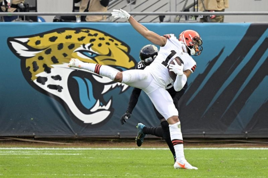 Browns sign restricted free agent Hodge, special teams star