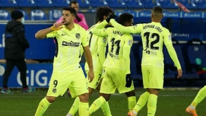 Deportivo Alaves v Atletico Madrid: Suarez strikes late to spare Felipe's blushes