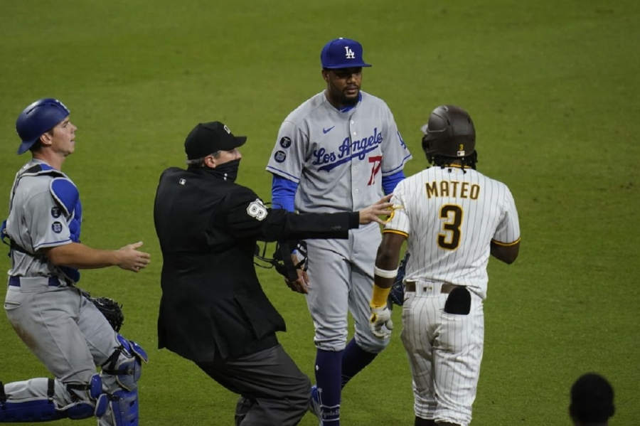 Los Angeles Dodgers v San Diego Padres: Seager's homer in 12th sends Dodgers to win over Padres
