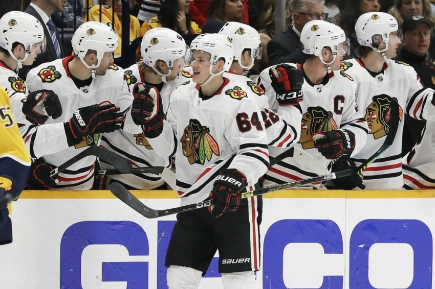 Kane stars as Blackhawks pound Predators