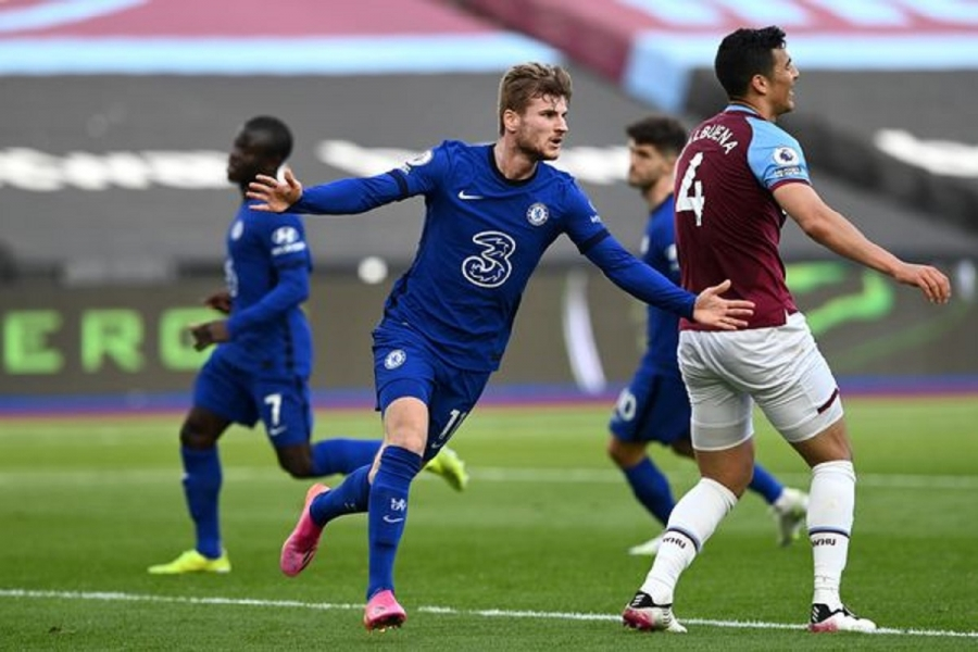 West Ham v Chelsea: Timo Werner gives Chelsea vital top-four win as Fabian Balbuena is controversially dismissed
