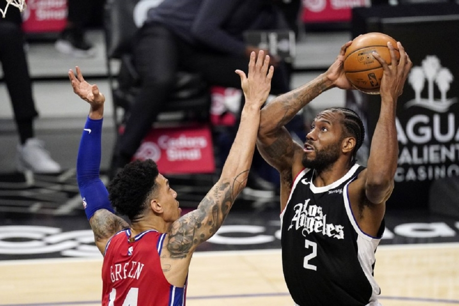Philadelphia 76ers v Los Angeles Clippers: Leonard leads Clippers past 76ers in Rivers' first game back