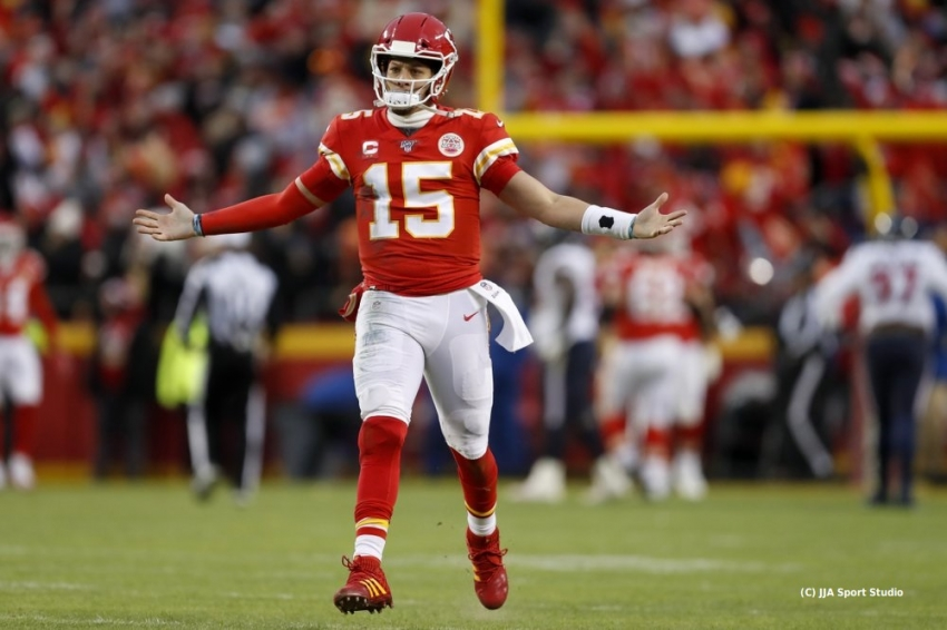Chiefs rally from 24-0 hole to beat Texans in playoffs